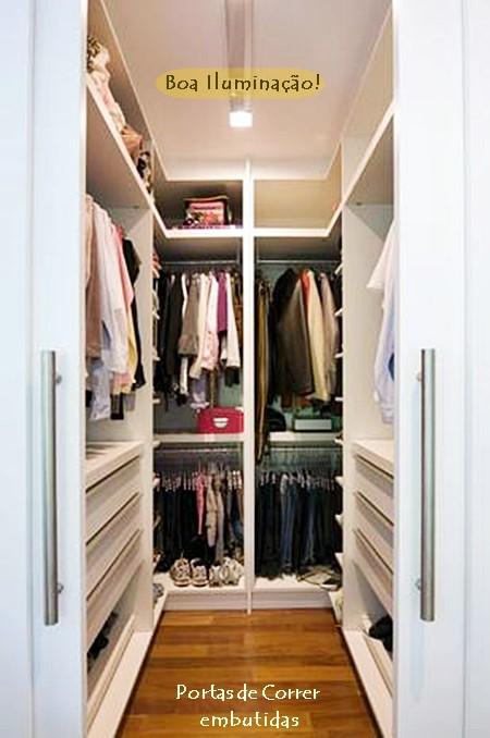 Um closet pequeno no quarto pequeno simples decoracao for Closets para apartamentos pequenos