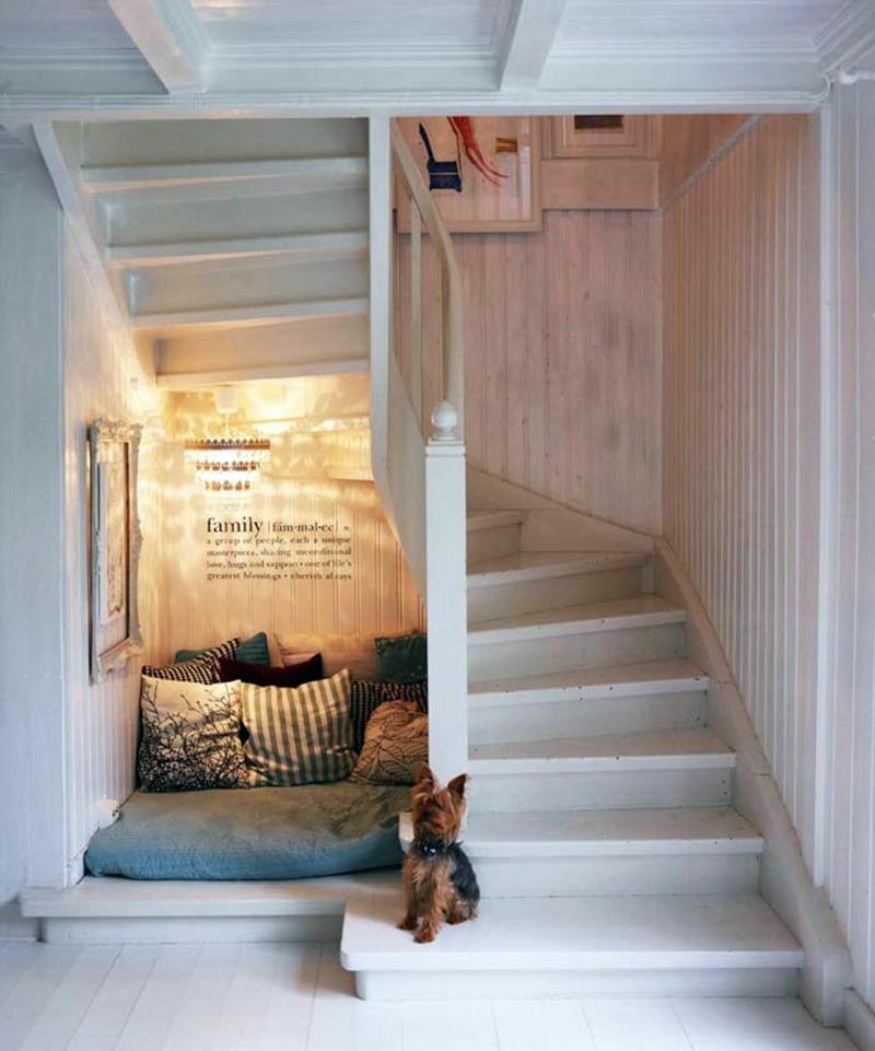 cantinho embaixo da escada